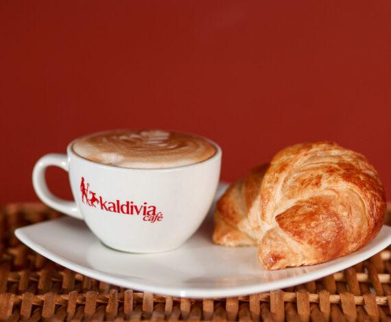 62 Combo Cappuccino Croissant Sencillo